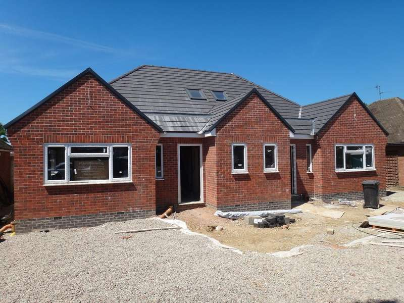3 Bedrooms Semi Detached Bungalow for sale in Hall Road, Scraptoft, Leicester