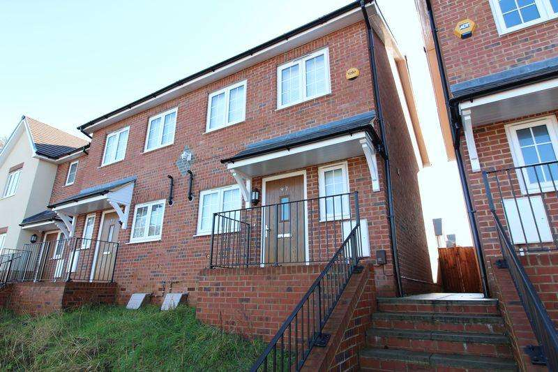 2 Bedrooms Semi Detached House for sale in CHAIN FREE Home Close to Station on Leagrave High Street, Luton