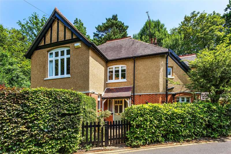 4 Bedrooms Detached House for sale in Ferndale Road, Horsell, Surrey, GU21