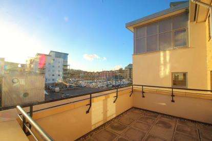 2 Bedrooms Flat for sale in Mizzen Court, Portishead