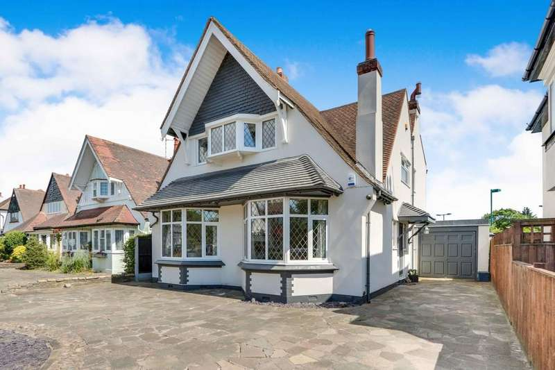 4 Bedrooms Detached Bungalow for sale in The Ridgeway, Westcliff-on-Sea