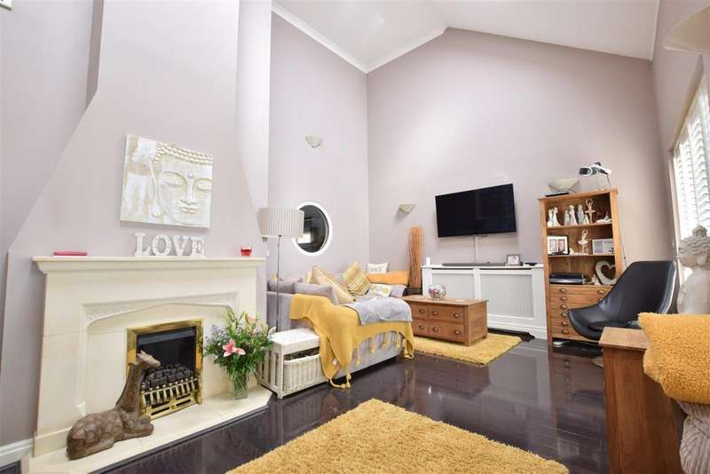 5 Bedrooms Detached House for sale in Coxheath Close, St. Leonards-On-Sea