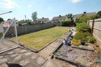 3 Bedrooms Semi Detached House for sale in Firgrove Crescent, Yate, Bristol, Gloucestershire