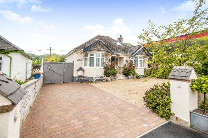 2 Bedrooms Bungalow for sale in Four Cross, Penryn, Cornwall