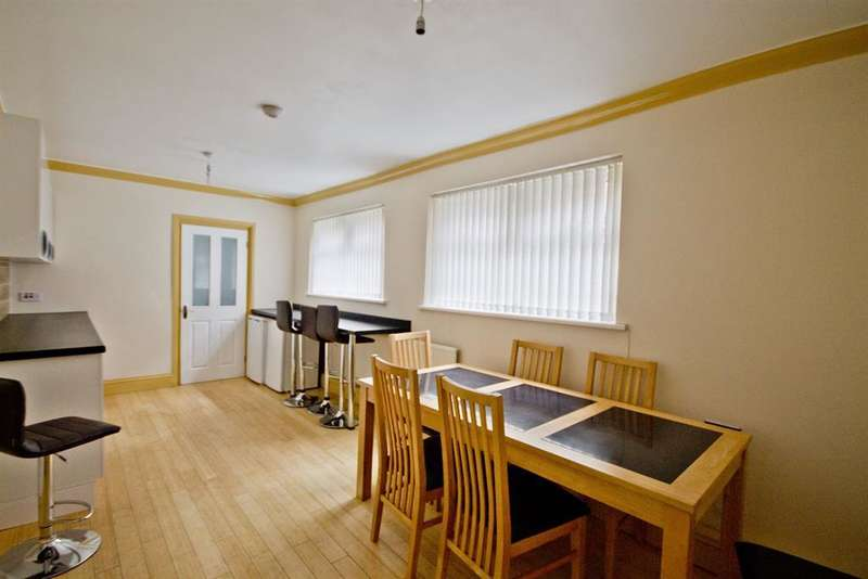 5 Bedrooms Terraced House for sale in Grange Road, Middlesbrough, TS1 2AQ