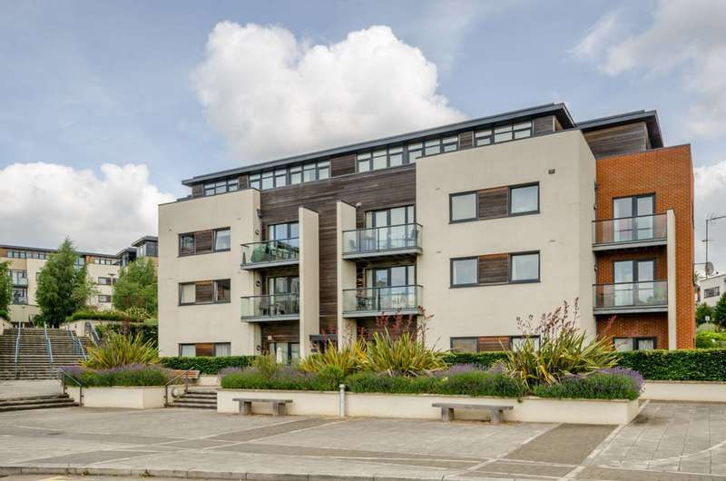 2 Bedrooms Flat for sale in Peacock Close, Mill Hill East, NW7