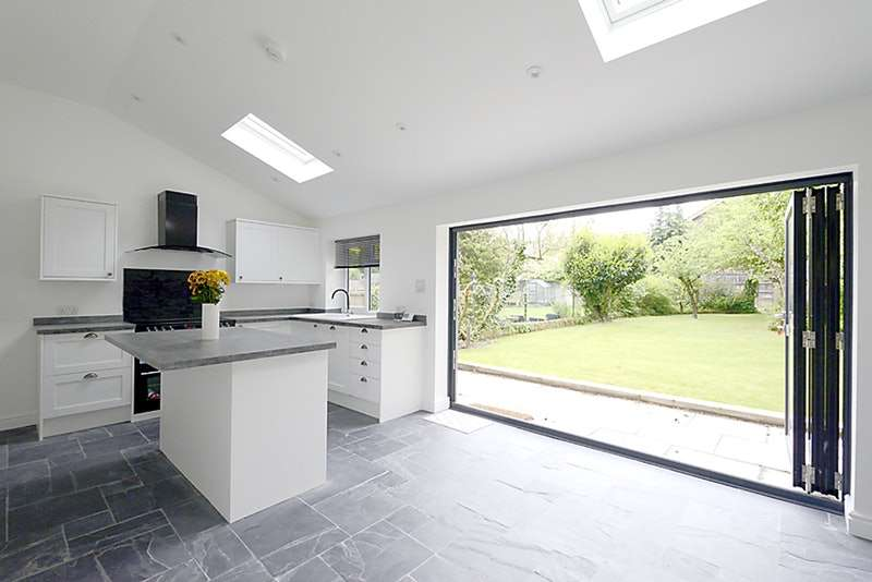 3 Bedrooms Semi Detached House for sale in The Broadway, Sandhurst, Berkshire, GU47