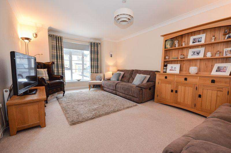 3 Bedrooms Detached House for sale in Lochan Road, Kilsyth