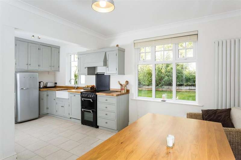 3 Bedrooms Semi Detached House for sale in Grange Garth, Fishergate, York