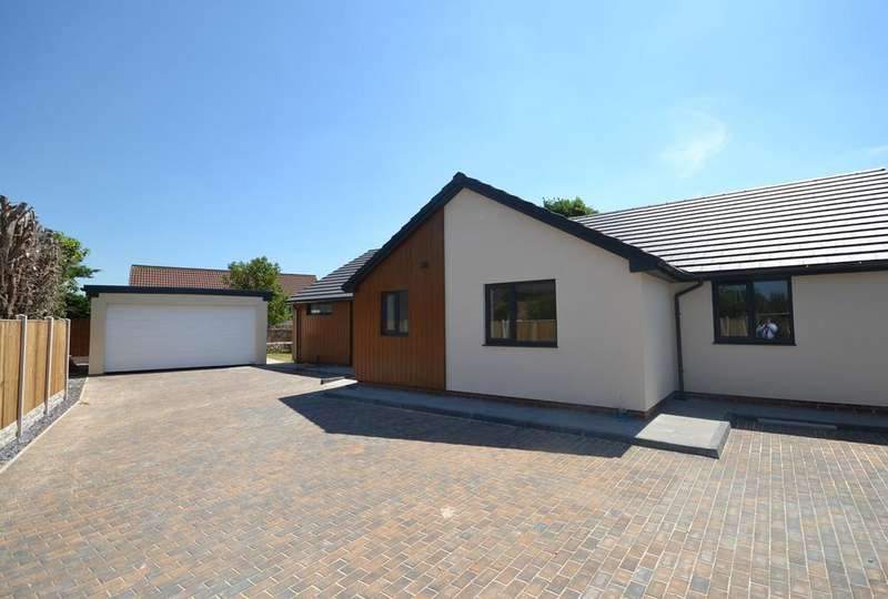 3 Bedrooms Detached Bungalow for sale in Llwyn Onn, Abergele, Conwy, LL22