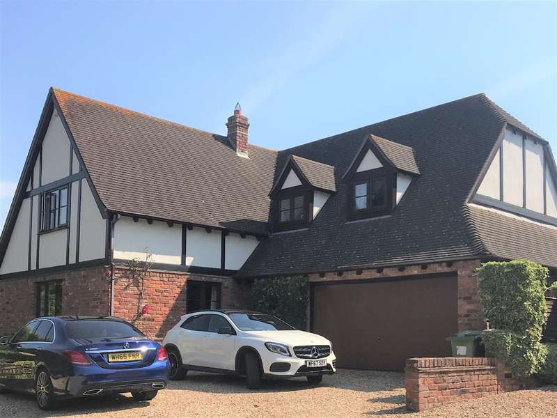 4 Bedrooms Detached House for sale in Badger Close, Middlemoor, Exeter