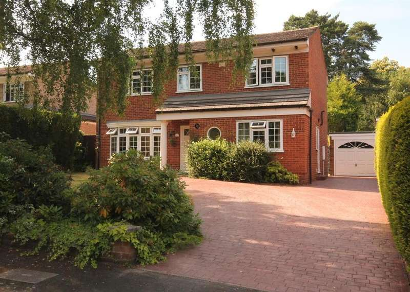 4 Bedrooms Detached House for sale in Rowans Close, Farnborough