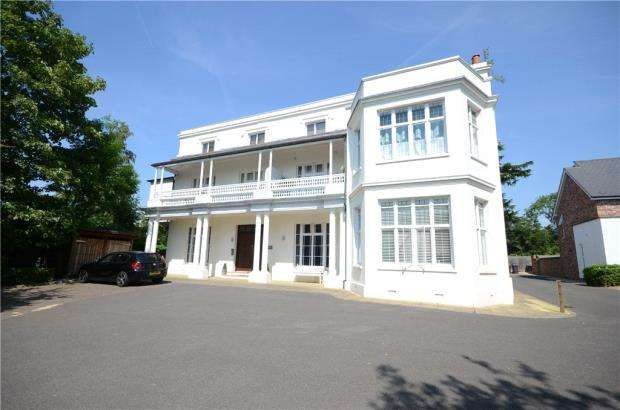 2 Bedrooms Apartment Flat for sale in Osbert House, Notley Place, Emmer Green