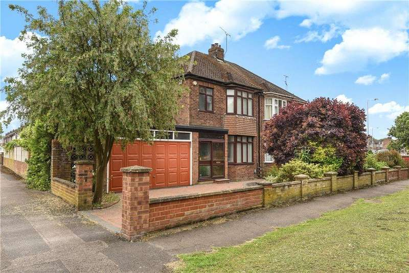 4 Bedrooms Semi Detached House for sale in Houghton Road, Dunstable, Bedfordshire