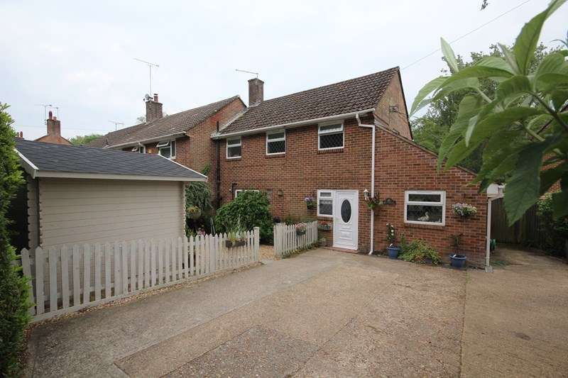 3 Bedrooms End Of Terrace House for sale in Moors Close, Hurn, Christchurch