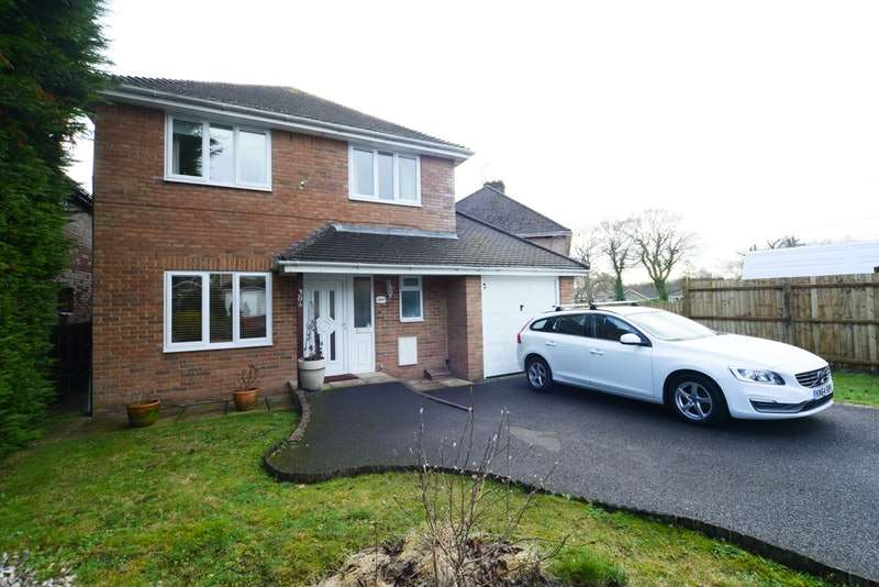 4 Bedrooms Detached House for sale in Moorland Way, Poole, Dorset, BH16