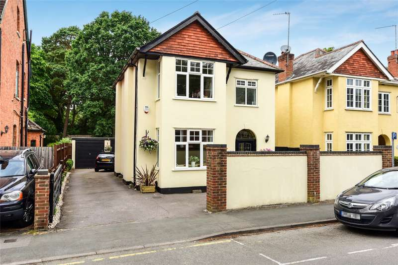 4 Bedrooms Detached House for sale in Gordon Road, Camberley, Surrey, GU15