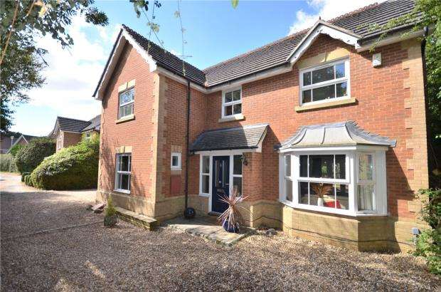 4 Bedrooms Detached House for sale in Blamire Drive, Binfield, Bracknell