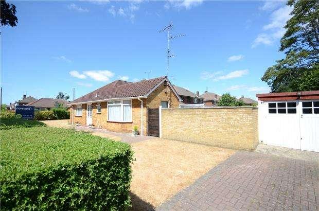 2 Bedrooms Semi Detached Bungalow for sale in West Heath Road, Farnborough, Hampshire