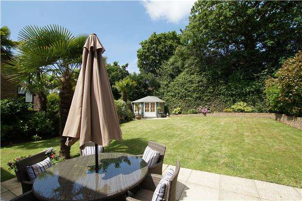 5 Bedrooms Detached House for sale in Cowdray Park Road, BEXHILL-ON-SEA, East Sussex, TN39 4ND