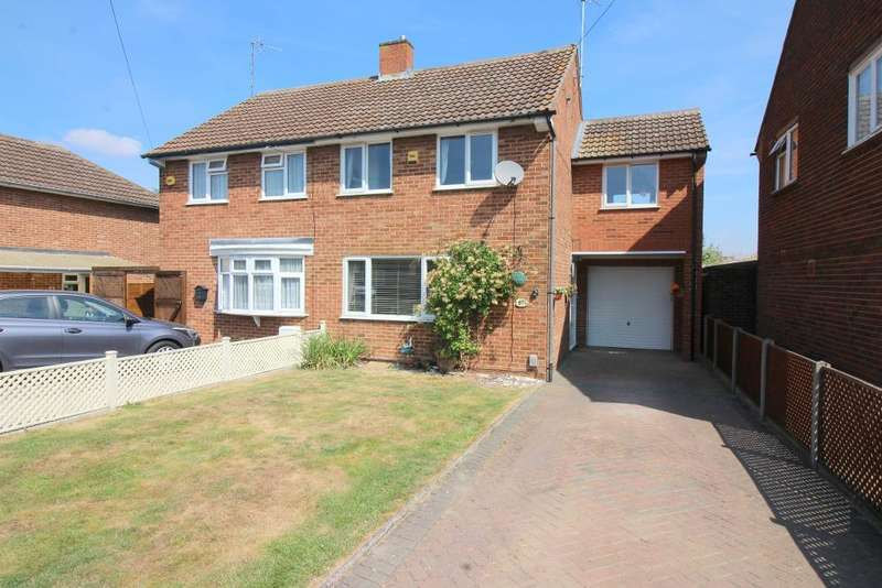 3 Bedrooms Semi Detached House for sale in Osborn Road, Barton Le Clay, Bedfordshire, MK45 4NY
