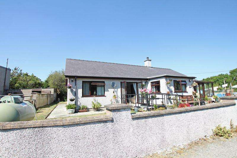 3 Bedrooms Detached Bungalow for sale in Clwt Y Bont, Gwynedd