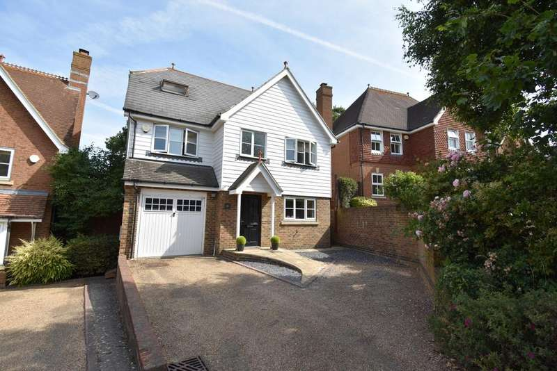 5 Bedrooms Detached House for sale in Pucknells Close Swanley BR8
