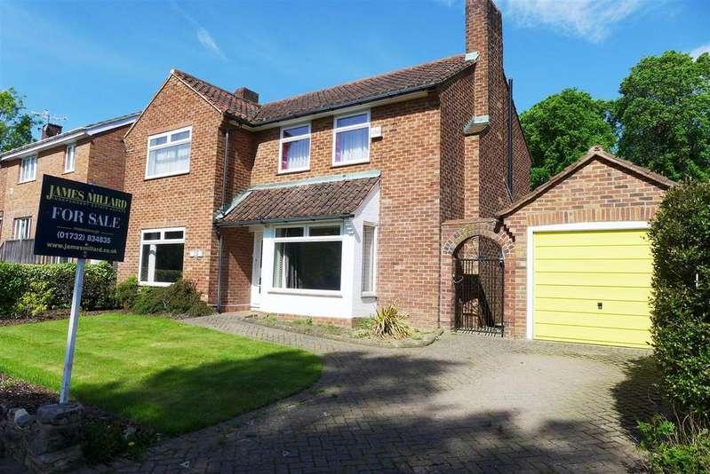 3 Bedrooms Detached House for sale in Hadlow Road, Tonbridge