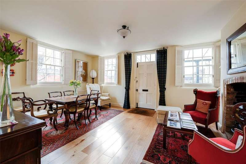 4 Bedrooms Detached House for sale in Winchester, Hampshire, SO23