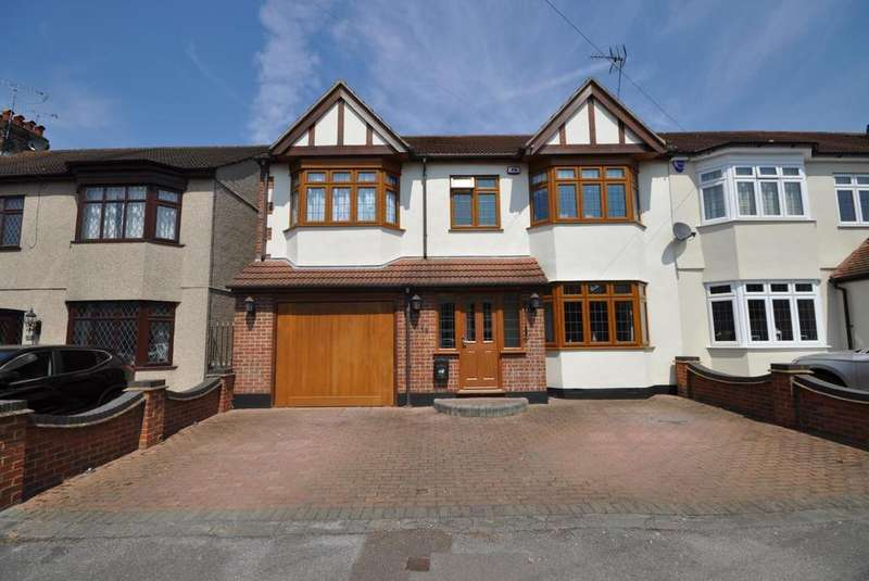 4 Bedrooms End Of Terrace House for sale in Bush Elms Road, Hornchurch, Essex, RM11