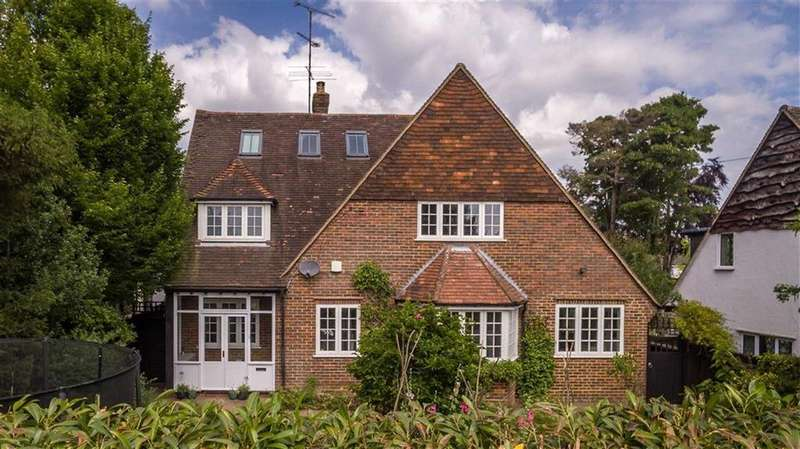 4 Bedrooms Detached House for sale in Offley Road, Hitchin, SG5