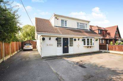 4 Bedrooms Bungalow for sale in Bowers Gifford, Basildon, Essex