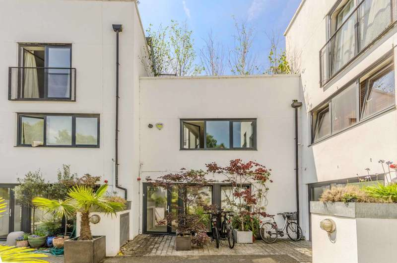 2 Bedrooms House for sale in Upper Street, Islington, N1