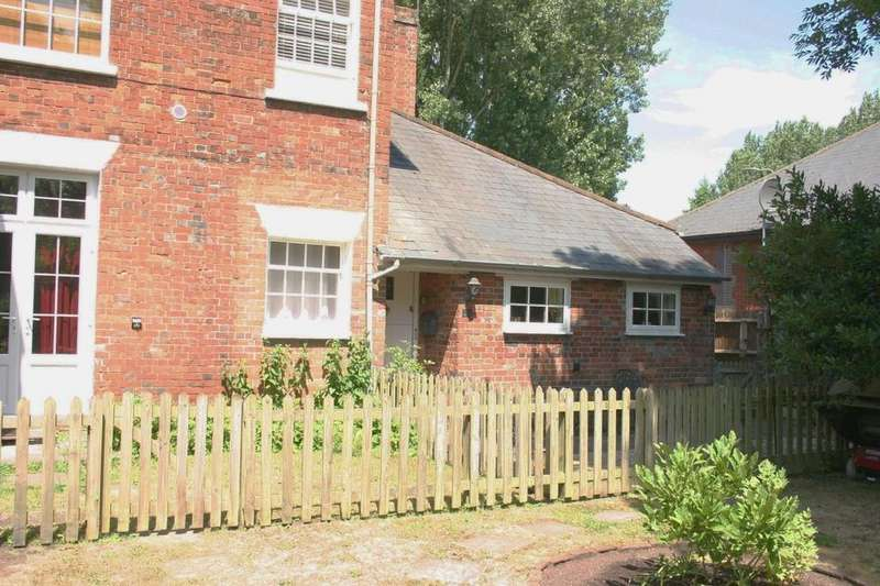 1 Bedroom Ground Flat for sale in Charnham Court, Hungerford