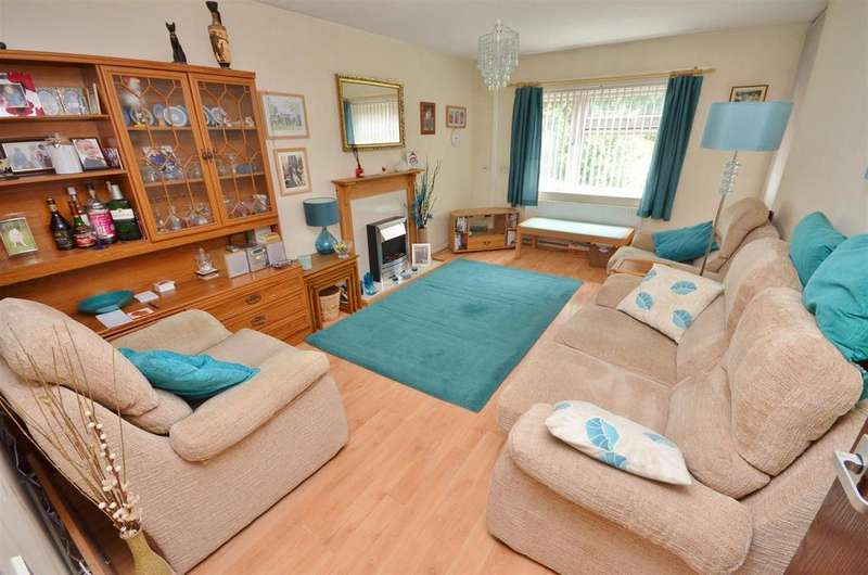 2 Bedrooms Maisonette Flat for sale in Wenlock Street, Next to Town Centre