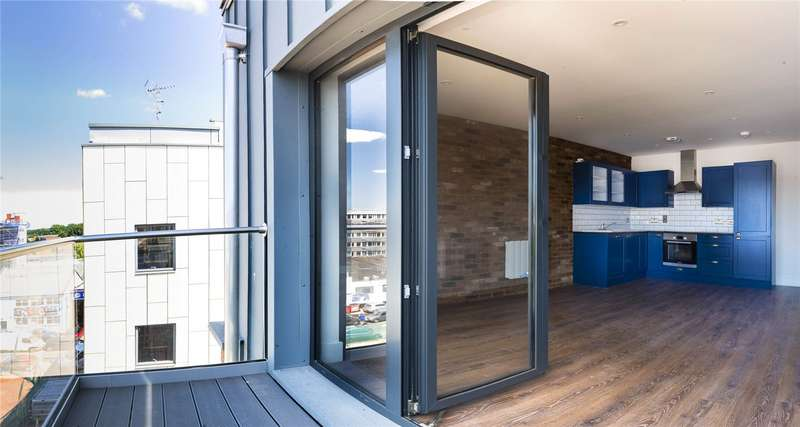 2 Bedrooms Flat for sale in Portland Square Bristol BS2