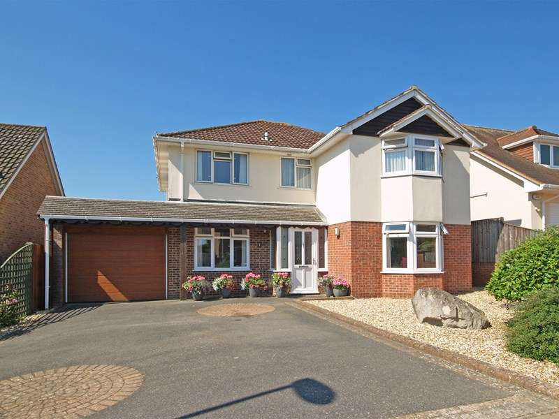 4 Bedrooms Detached House for sale in Bute Drive, Highcliffe, Christchurch