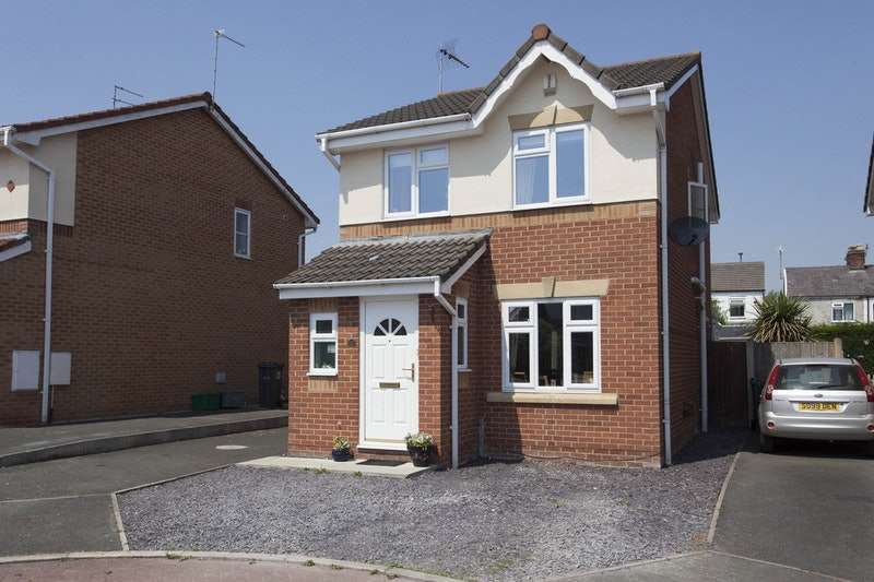 3 Bedrooms Detached House for sale in Pinetree Close, Winsford, Cheshire, CW7