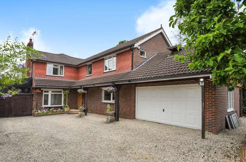 4 Bedrooms Detached House for sale in Bowes Hill, Rowland's Castle, PO9