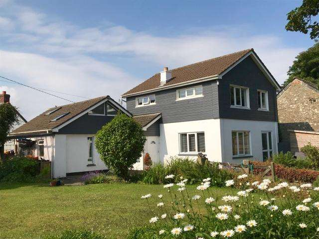 4 Bedrooms Detached House for sale in Michaelstow
