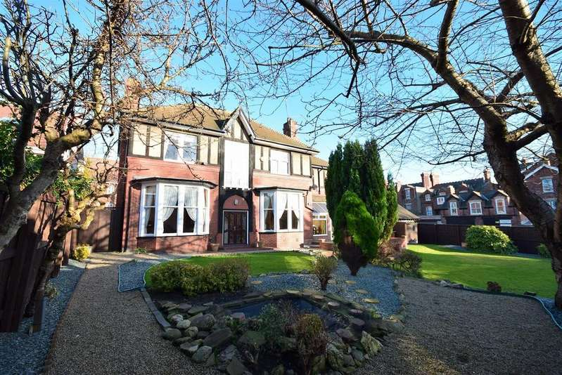 5 Bedrooms Detached House for sale in Abbotsford Grove, Thornhill, Sunderland