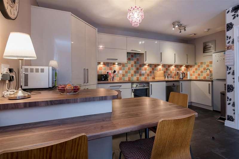 2 Bedrooms Flat for sale in Sutton Terrace, Boston