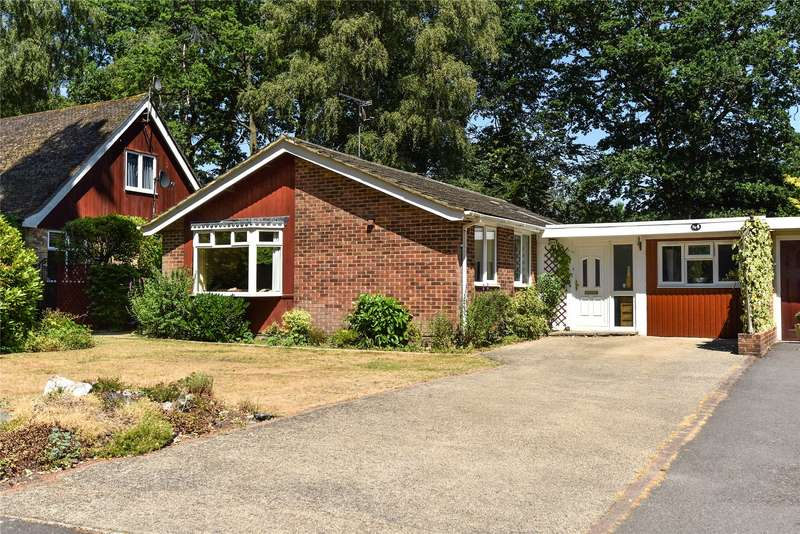 3 Bedrooms Detached Bungalow for sale in Parkway, Crowthorne, Berkshire, RG45