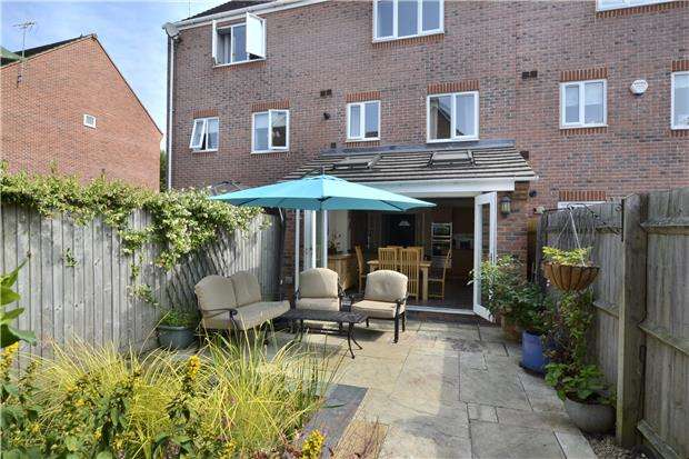 3 Bedrooms Terraced House for sale in Thatcham Avenue Kingsway, Quedgeley, GLOUCESTER, GL2 2BJ