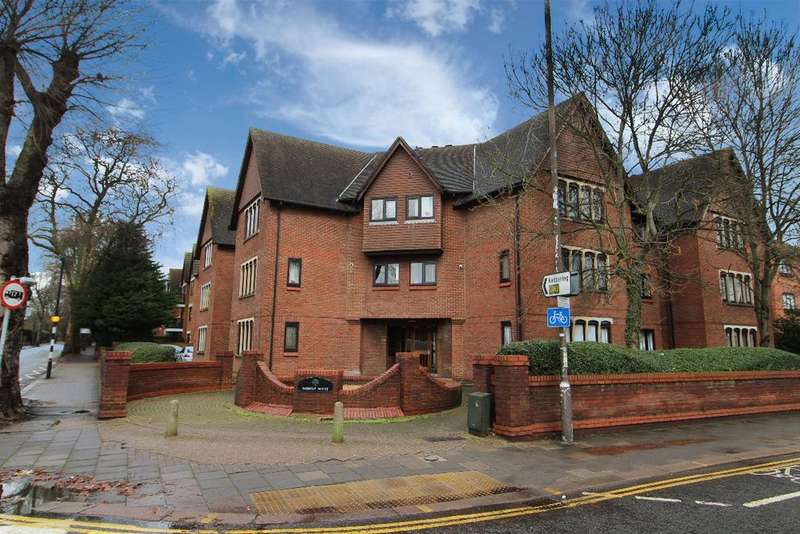 2 Bedrooms Apartment Flat for sale in Padbury House, Bromham Road, Bedford, MK40