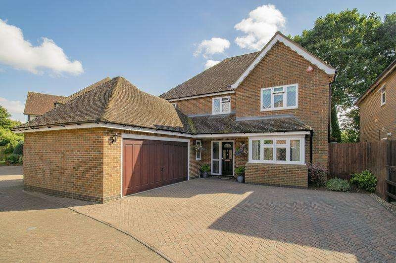 4 Bedrooms Detached House for sale in Hawthorn Close, Clophill