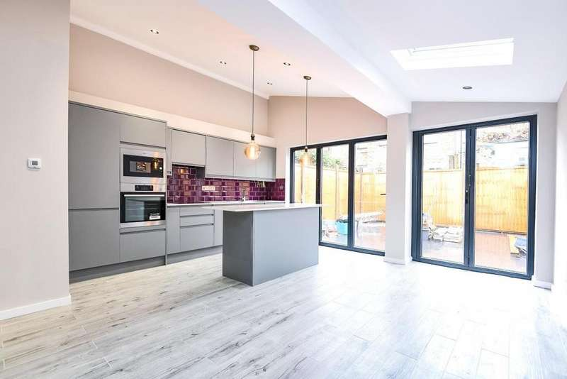 2 Bedrooms Flat for sale in Ducie Street, Clapham
