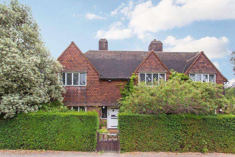 4 Bedrooms Detached House for sale in Turner Drive, Hampstead Garden Suburb NW11