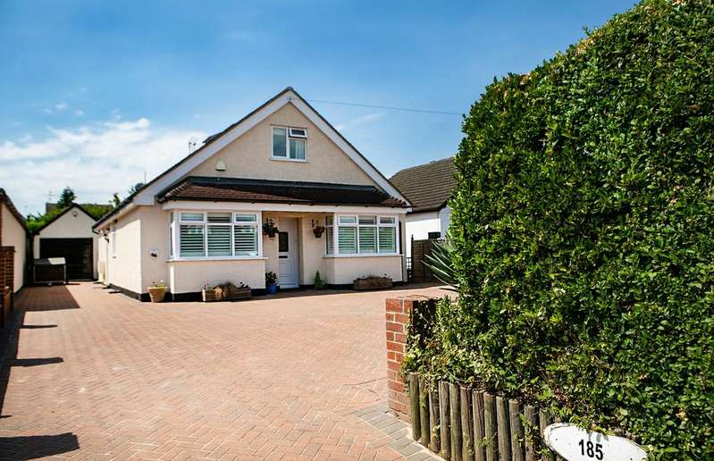 4 Bedrooms Detached House for sale in Loddon Bridge Road, Woodley, Reading, RG5 4BP