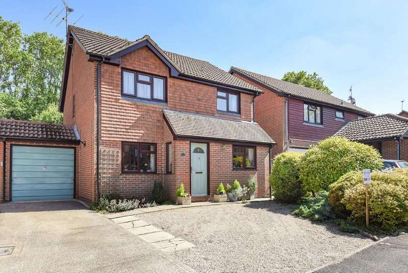 4 Bedrooms Detached House for sale in Honeysuckle Close, Badger Farm, Winchester